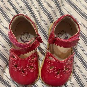 Livie and Luca Petals sz 7 toddler, Strawberry